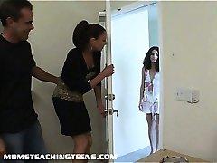 Teen Missy ottiene analed duro sotto la guida di milf Vanessa