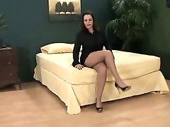 كبير الثدي تنورة قصيرة و جوارب طويلة