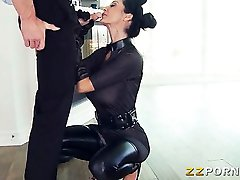 Busty Ava Addams w kształcie bani