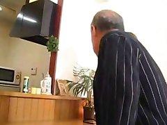 Vieil Homme + de Belles Japonais MILF - Érotique Yumi Kazama