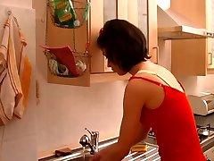 חרמן Milf זיין קשה במטבח !