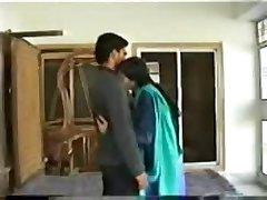 Novo poročen indijski nekaj na medenih tednih