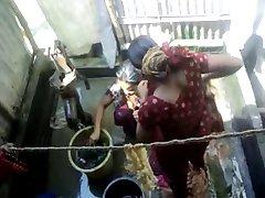Bangla desi vasi dekleta kopanje v Daki mesto HQ (5)