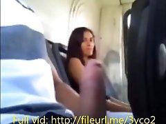 Dziewczyna w autobusie sprawia, że skończyć po tym, jak flash w strefie