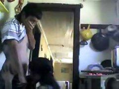 Indijski Bratranci prekleto v Kuhinji in glasno stokanje