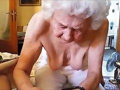 Alte Frau massiert no schwanz