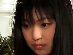 الآسيوية رائع في سن المراهقة تتمتع بها أول تجربة جنسية