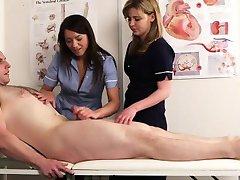 Nad nimi pielęgniarka Nadia pacjenta Elainas kończy