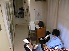 Super sexy Japonais infirmières sucer part3