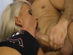 Glamourosa sexo em grupo por à beira da piscina