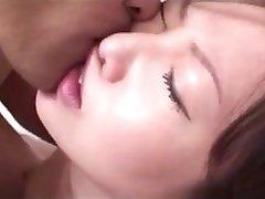 une innocente femme japonaise baisée