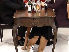 Niemiecka sprzątaczka się w barze