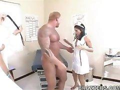 Britney Stevens & Brooke Banner-Infirmière Se Faire Prendre