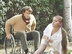 C'est Un Miracle! Paraplégique Soigné Par Une Infirmière Cochonne