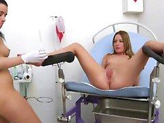 le médecin et le patient s'amusant 2