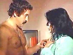 zerrin egeliler vecchio turco sesso film erotico scena di sesso peloso