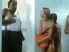 Les filles dans la douche