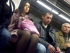 fierbinte chilot picioare în metrou