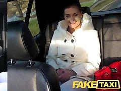 FakeTaxi fotel seks na drogach publicznych