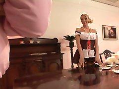 British bionda viene scopata vestita come una cameriera