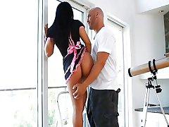 Giovane e sexy cameriera