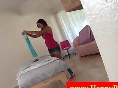 Сексуальная Николь в ее нижнем белье перед массажем
