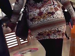 большая жопа колготки милф в мини-юбке