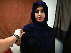 Arabski Begunca Ženska Dobi D In Ga Ljubi,