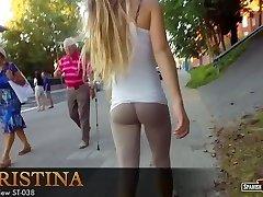 Смазливая подросток Кристина и ее гигантская анальная пробка