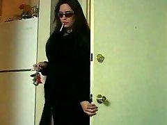 섹시한중년여성 미스 테일러는 흡연 구&찰