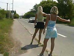2 Блондинка Автостопом Прокатиться