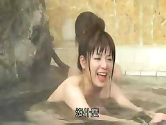японское фильм с эти малышки купание и готовится оттянуться