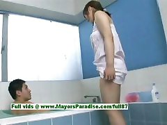 НАО Аюкава невинный непослушный азиатская девушка дает голова в ванной комнате