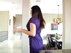 Sexy Milf Blows A Prospective House Buyer's BBC (1080p)