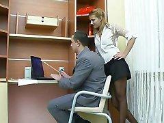 Секс в офисе с русской девушкой