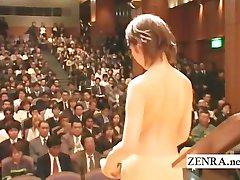 Japonski stark gola orkester se začne z striptiz