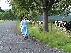 Традиционное немецкое молоко горничная