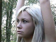 Два блондинка подростков связаны за двойное извращение