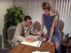 Большие сиськи брюнетка трахал в офисе