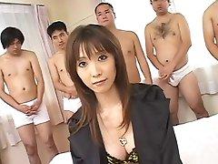 Azijske zajebal, medtem ko moški cum na obrazu