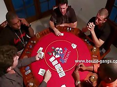 Шлюха выигрывает в покер групповуха трах
