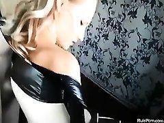 Блондинка В Латексе Трахается Жесткий