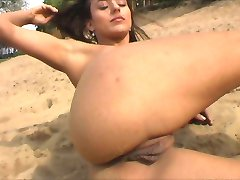 Beach babe with great labia