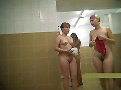 de vârstă mijlocie mame goală în duș #2