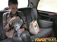 faketaxi tatuat bunaciune fututa pe taxi pe bancheta din spate