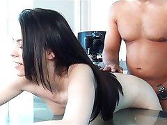 Flexibele hussy probeert porno