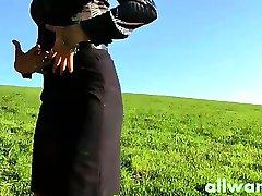 Twee chique dames outdoor plezier