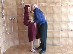 tiener vrouw met een oude man