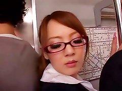 Hitomi Tanaka gjør en stor blowjob i buss