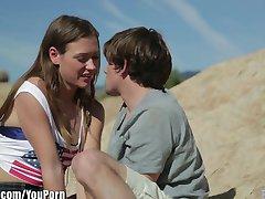 EroticaX романтическая пара занимается любовью в первый раз